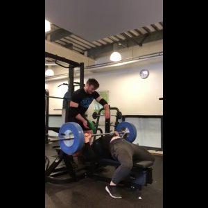 Natural bodybuilder doing 32x100kg/225lbs on the bench-press